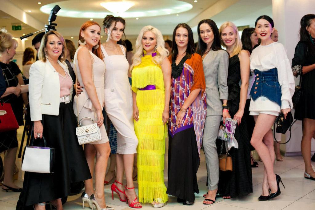 """Гольф на шпильках"": як українські зірки показали майстер-клас з гольфу"