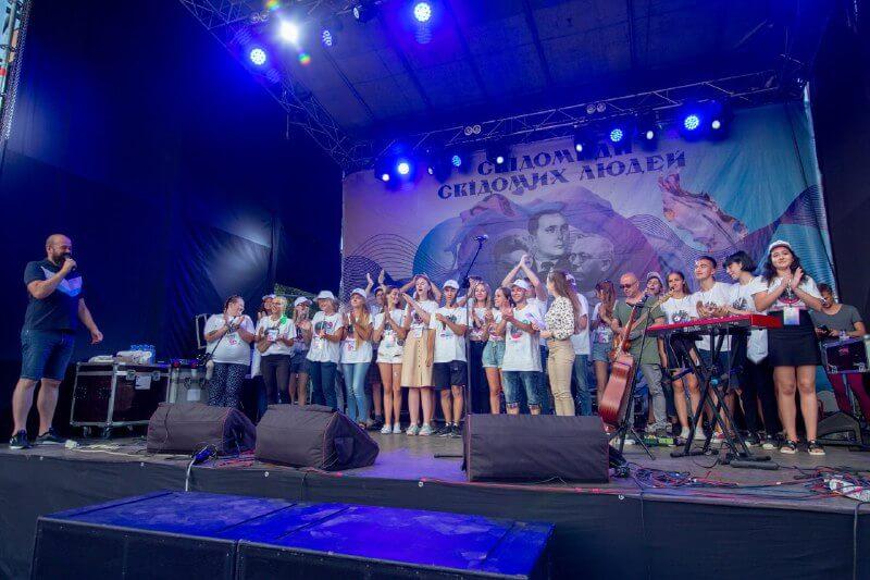 В Україні стартує фестиваль «З країни в Україну»
