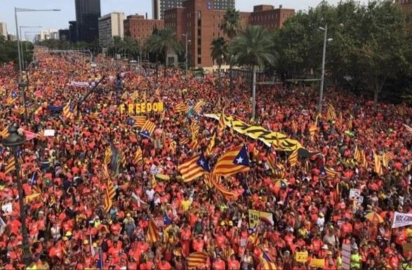 У Барселоні на мітинг за незалежність Каталонії вийшли 600 тисяч людей