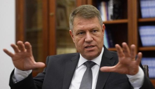 На виборах у Румунії в першому турі перемагає чинний президент