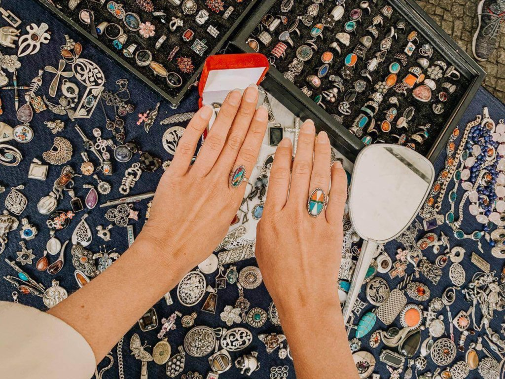 Christmas jewelry market