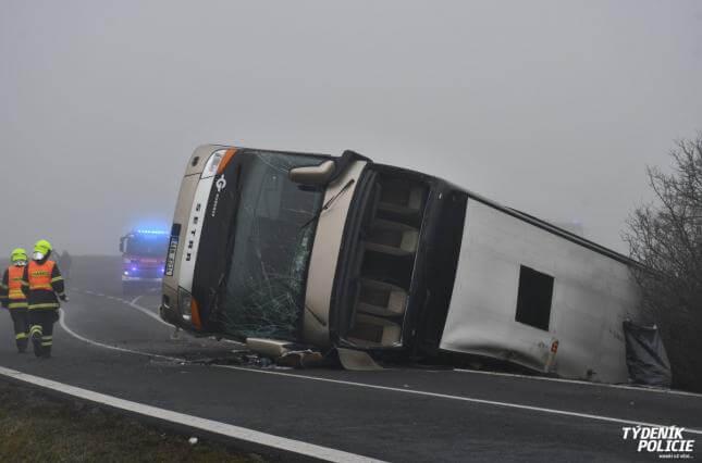 У Чехії розбився двоповерховий автобус зі школярами