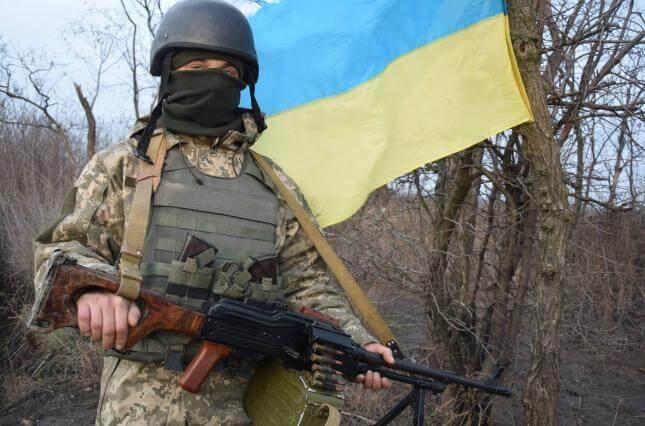 На Донбасі з початку доби поранені троє українських військових