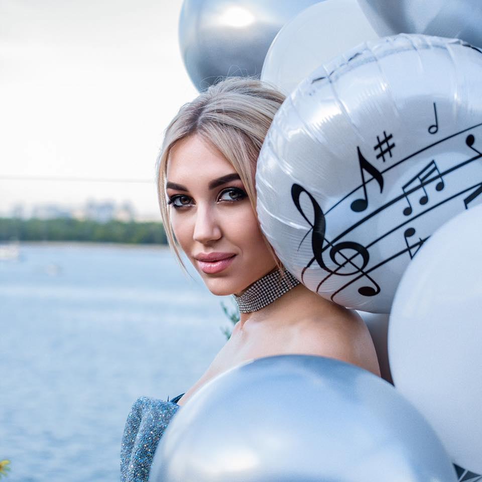 Співачка і композитор Катя Гройс представила нову композицію