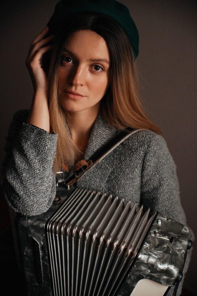 Petrovochka – нове ім'я в українській музиці. Учасниця Х-Фактор презентує яскравий дебют