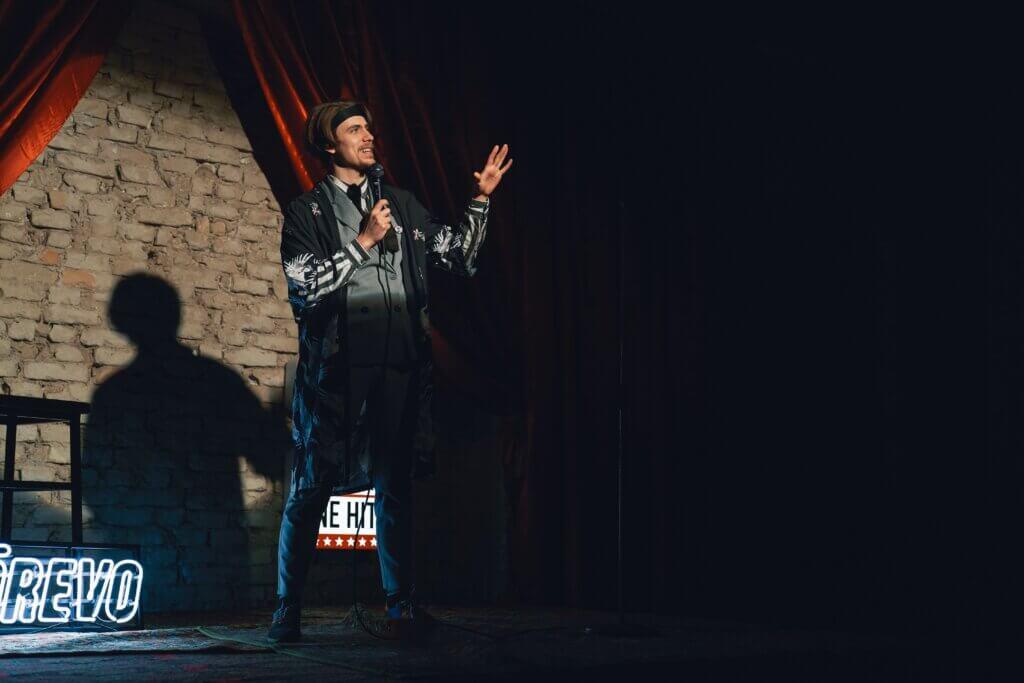 Розвиток українського спендапу: бренд REVO запустив унікальне гумористичне шоу